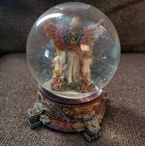 """None Holiday - """"Hark the Herald Angels Sing"""" Song Snow-Globe."""